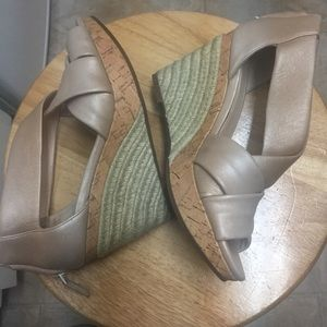 Cole Haan Pearlized Wedge Sandal Heels Size 5. EUC